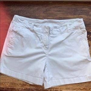 Vineyard Vines khakis shorts
